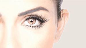 eye with eyelash extensions