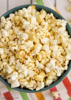 kettle corn in grey bowl